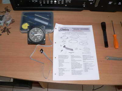 Assembling the vertical speed indicator gauge
