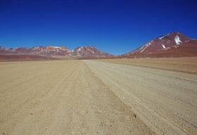 La pista sull'altipiano boliviano